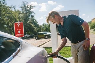 Image courtesy Tesla Motors.