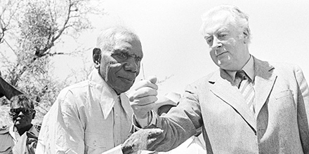 On 26 August 1975 Prime Minister Gough Whitlam handed a leasehold title to land at Daguragu (Wattie Creek) to Vincent Lingiari, representative of the Gurindji people.